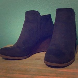 Time and Tru solid 3 inch heeled, dark brown